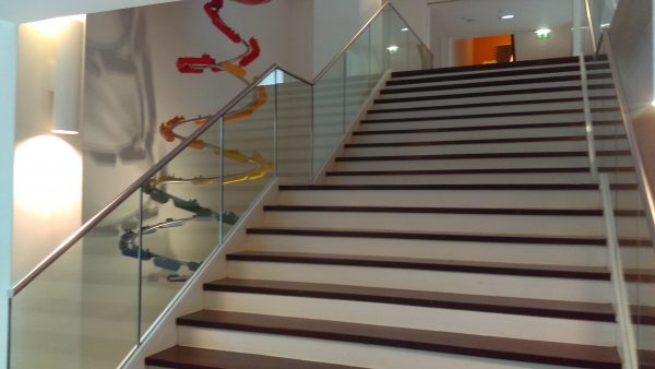 stair balustrade in glass