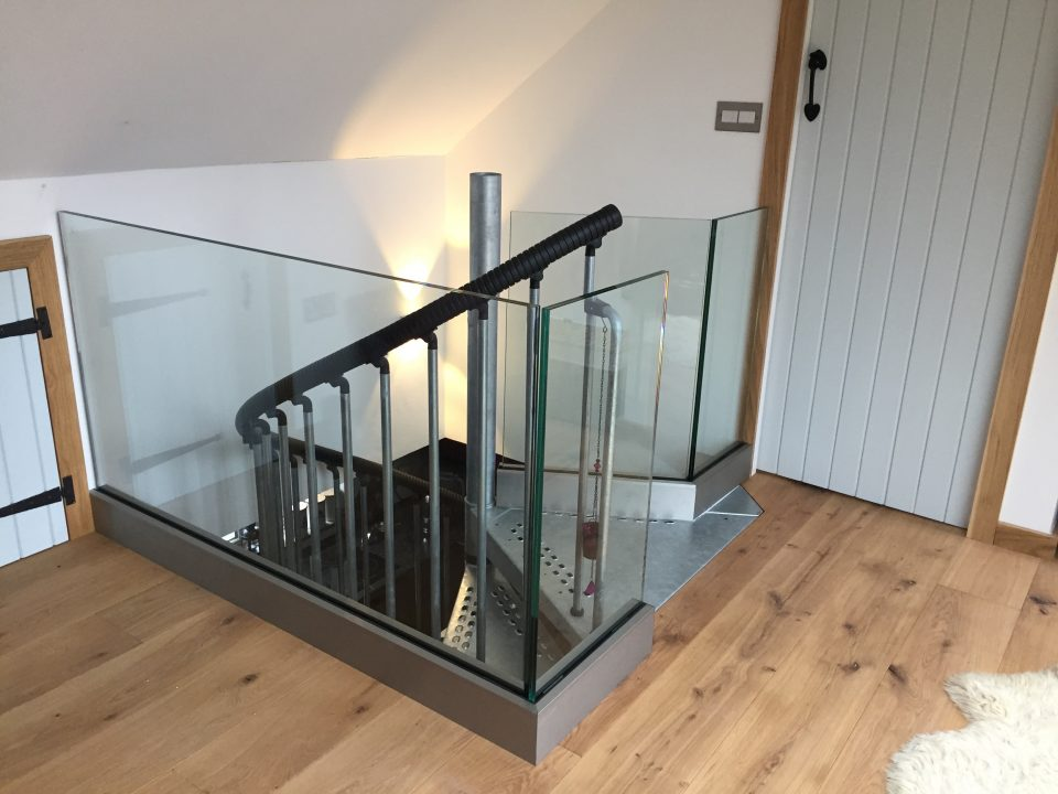Frameless glass balustrade by Vantage Balustrades installed on a landing area in London