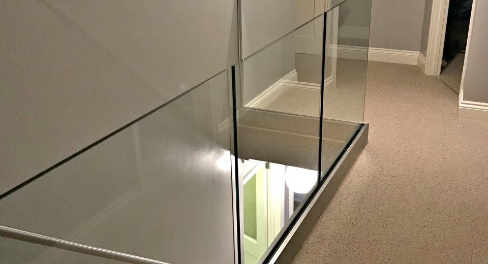 Ken has installed our Solus system on his landing area glass balustrade